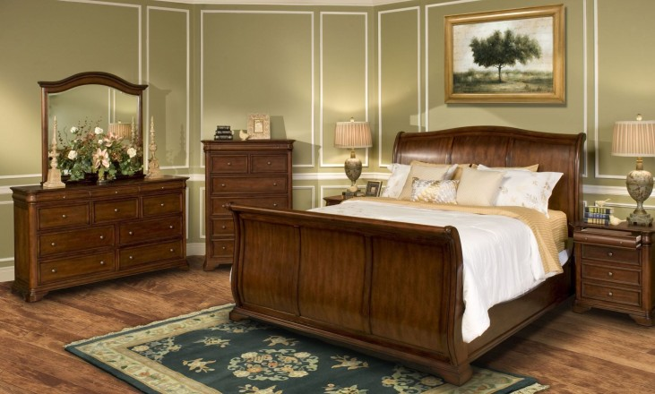 Whitley Court Tobacco Sleigh Bedroom Set