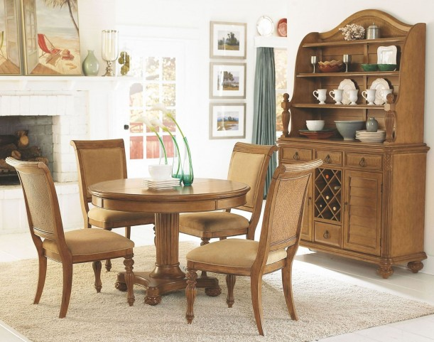 Grand Isle Amber Round Extendable Dining Room Set
