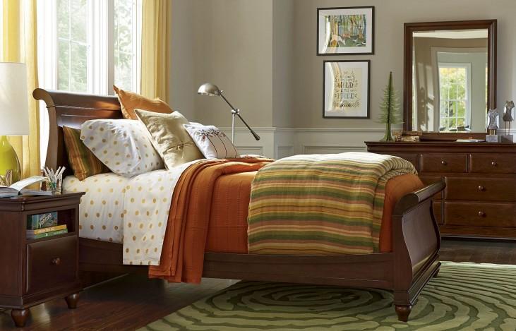 Classics Cherry 4.0 Smartstuff Sleigh Bedroom Set