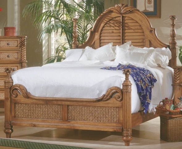 Palm Court Island Pine King Poster Bed