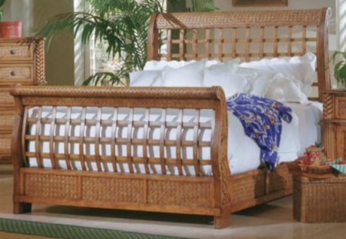 Palm Court Island Pine Queen Sleigh Bed