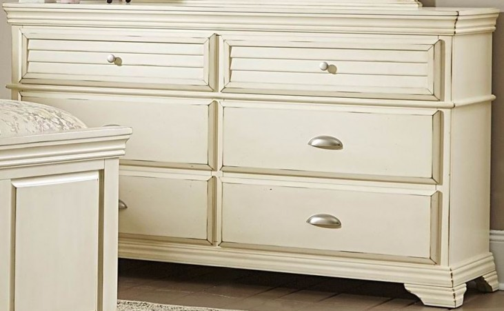 Laurinda Antique White Dresser