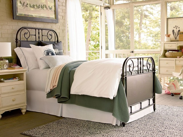 Down Home Oatmeal Garden Gate Bedroom Set