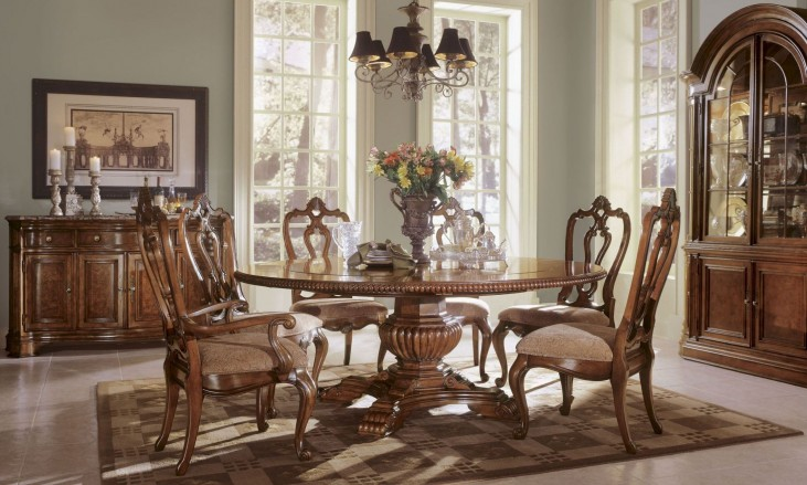 Villa Cortina Round Single Pedestal Extendable Dining Room Set