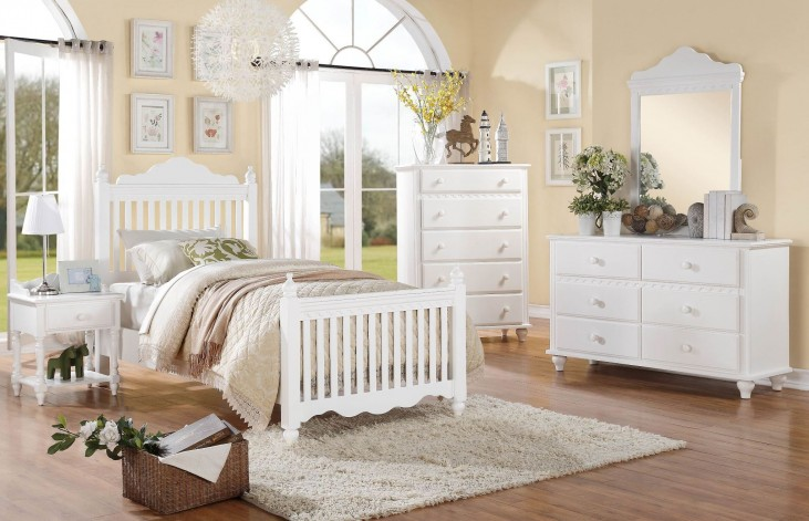 Emmaline Poster Bedroom Set