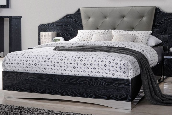 Alessandro Glossy Black Queen Platform Bed