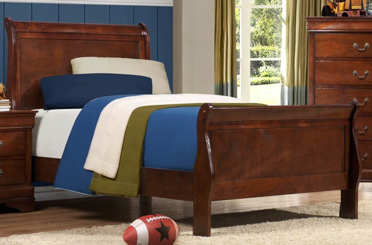 Mayville Full Sleigh Bed