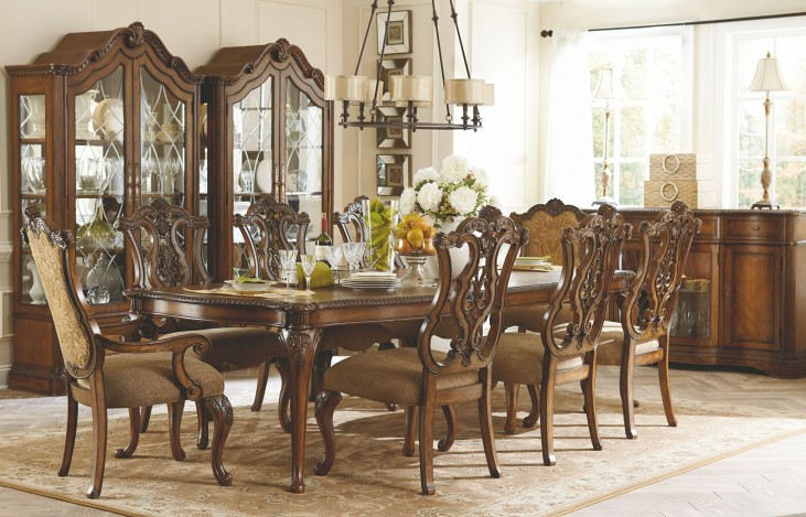 Pemberleigh Extendable Leg Dining Room Set