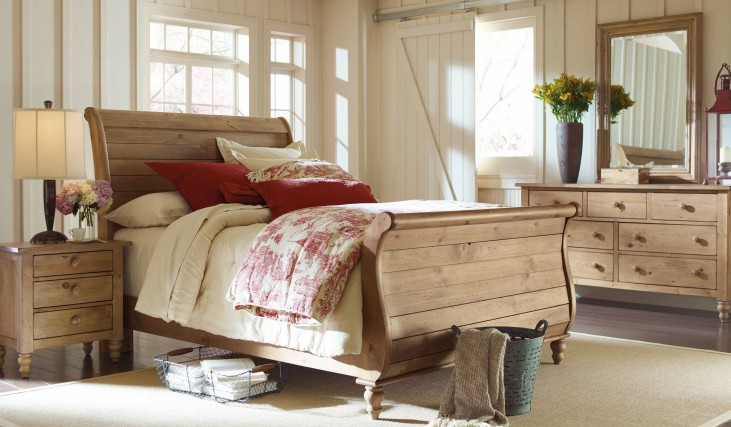 Homecoming Vintage Pine Sleigh Bedroom Set