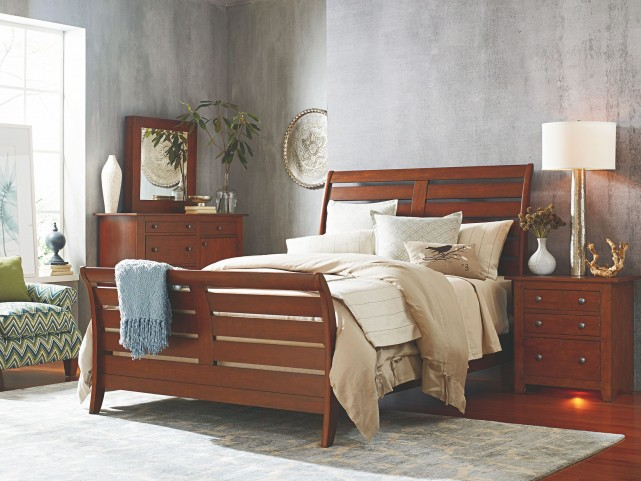 Homecoming Vintage Cherry Cumberland Queen Sleigh Bed