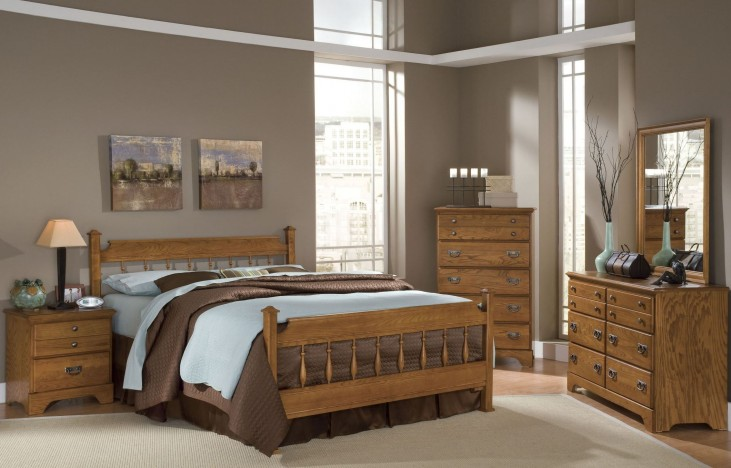 Creek Side Autumn Oak Spindle Bedroom Set