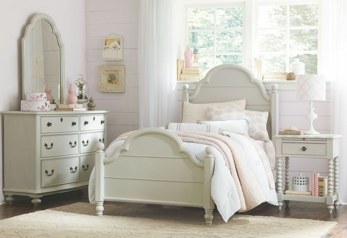 Inspirations Low Poster Bedroom Set