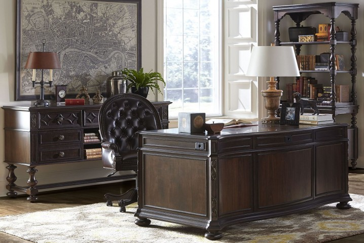 Casa D'Onore Sella Executive Desk