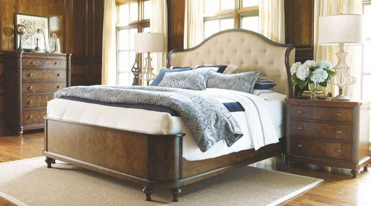 Barrington Farm Classic Upholstered Shelter Bedroom Set