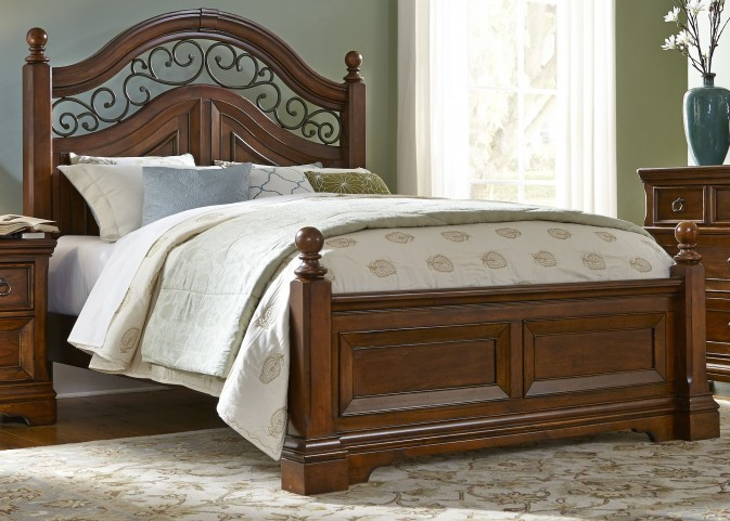 Laurelwood Chestnut Queen Poster Bed
