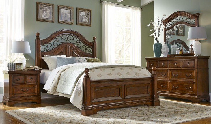 Laurelwood Chestnut Poster Bedroom Set