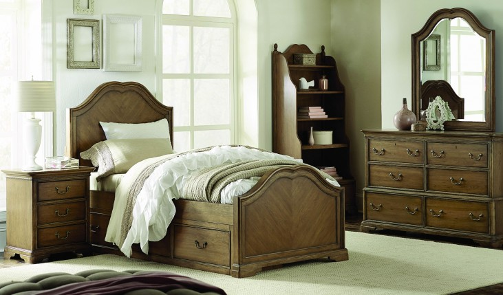 Danielle French Laundry Youth Sweetheart Panel Bedroom Set