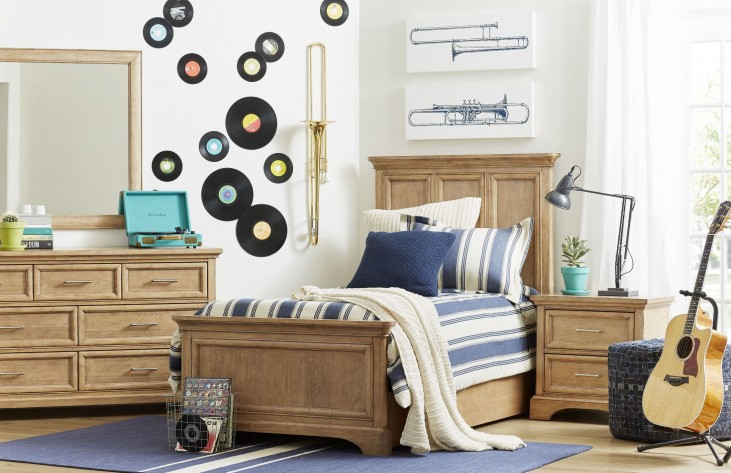 Chelsea Square French Toast Panel Bedroom Set