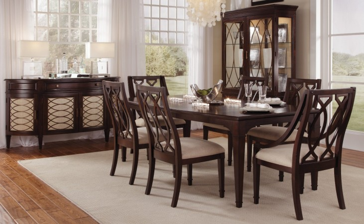 Intrigue Rectangular Extendable Dining Room Set