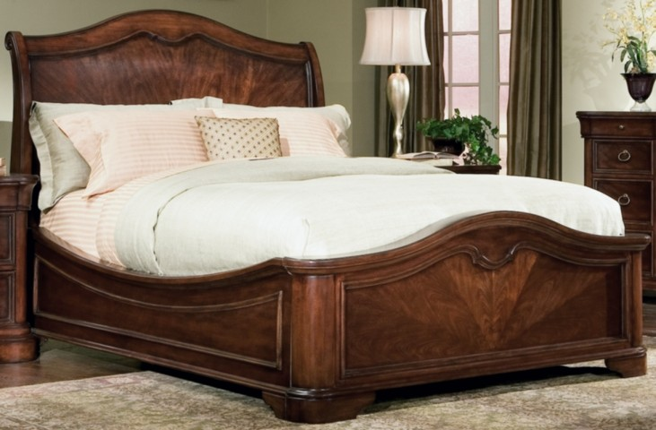 Heritage Court Queen Platform Bed