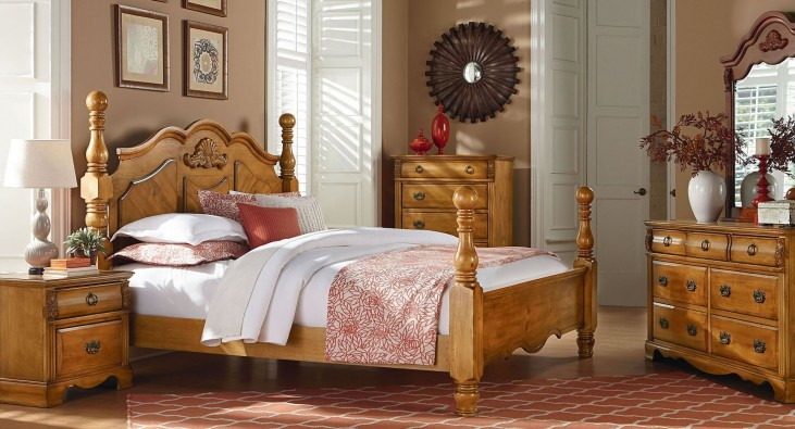 Georgetown Golden Honey Pine Poster Bedroom Set