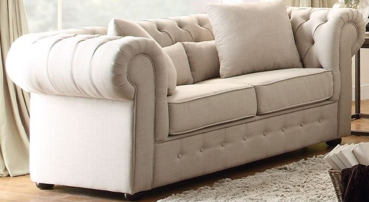 Savonburg White Loveseat
