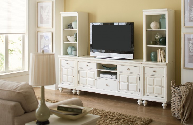 Lynn Haven Soft Dover White Entertainment Wall