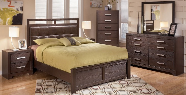 Aleydis Upholstered Panel Bedroom Set