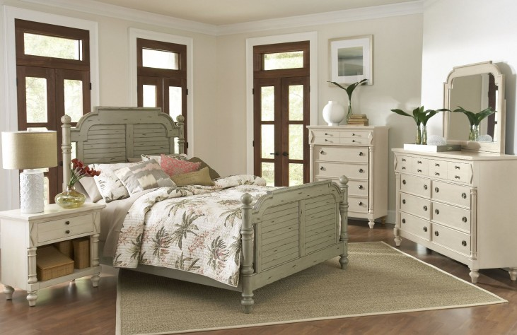 Woodhaven Distressed Green Poster Bedroom Set