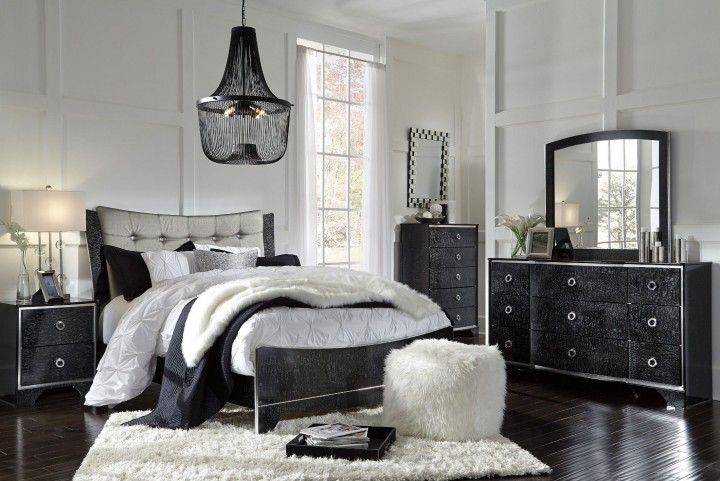 Amrothi Black Panel Bedroom Set