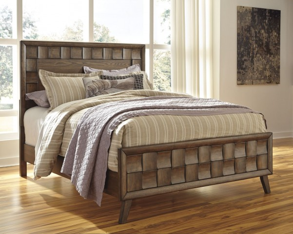 Debeaux Medium Brown Queen Panel Bed