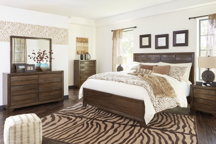 Mydarosa Panel Bedroom Set
