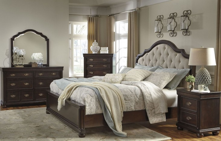 Moluxy Dark Brown Upholstered Sleigh Bedroom Set