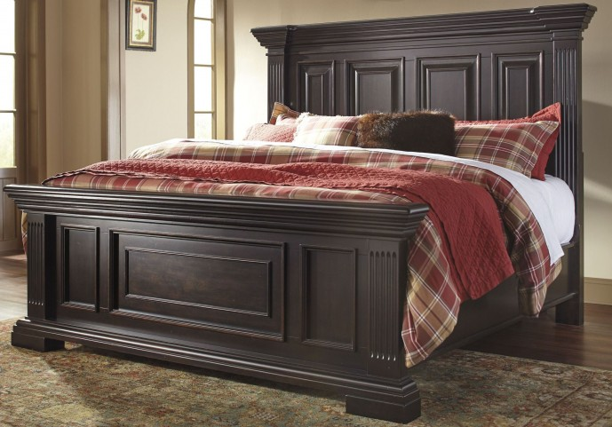 Willenburg Dark Brown Cal. King Panel Bed