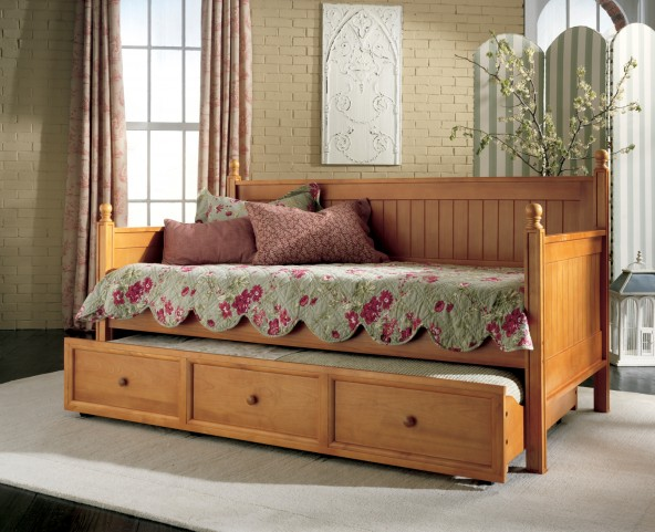 Casey Ii Honey Maple Twin Size Daybed