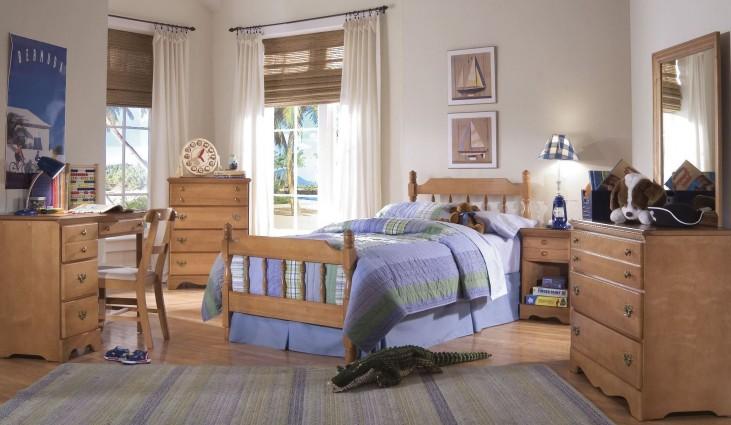 Common Sense Salem Maple Youth Spindle Bedroom Set