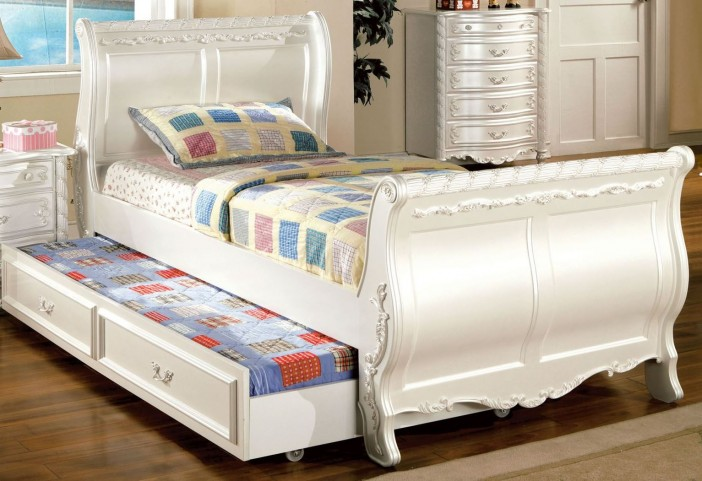 Alexandra Pearl White Twin Sleigh Bed