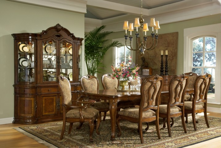 Traviata Rectangular Dining Room Set