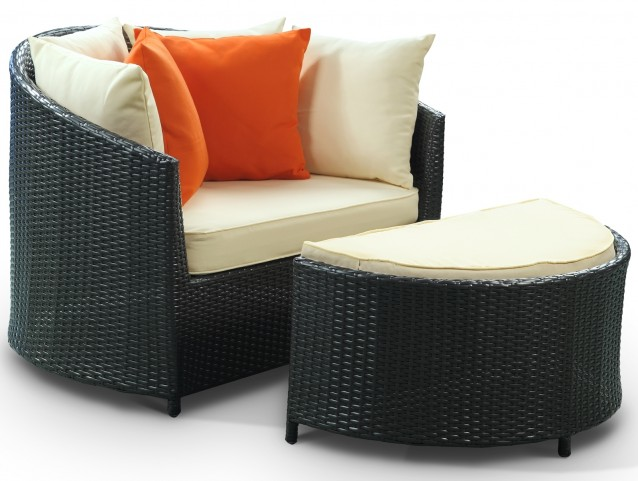Robin's Nest Outdoor Rattan Lounge Chair with Ottoman
