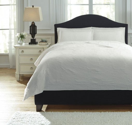 Bazek White Queen Coverlet Set