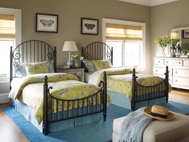 Weatherford Cornsilk Catlins Metal Bedroom Set