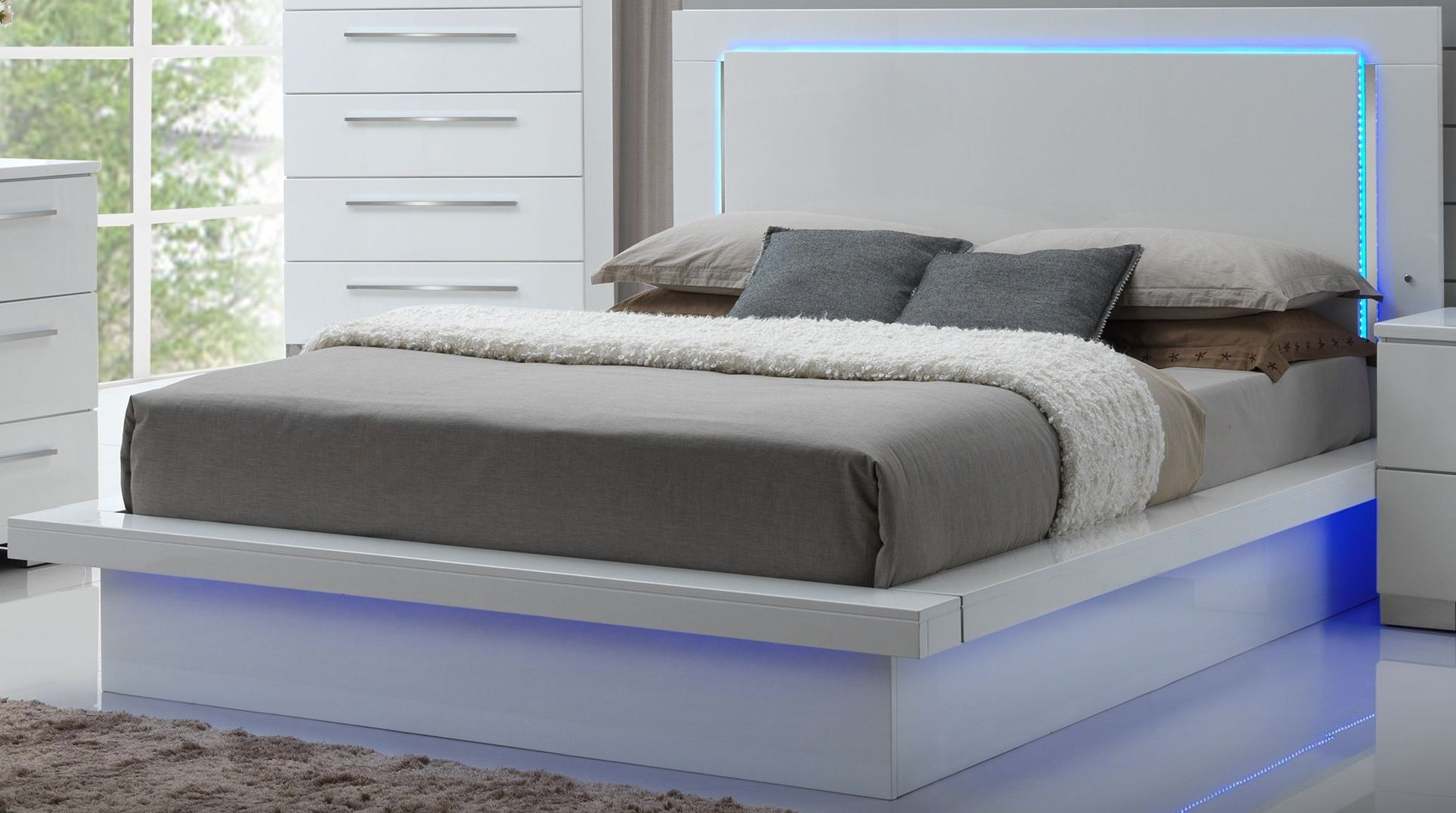 Sapphire high gloss white laminate platform bedroom set for White high gloss bedroom furniture