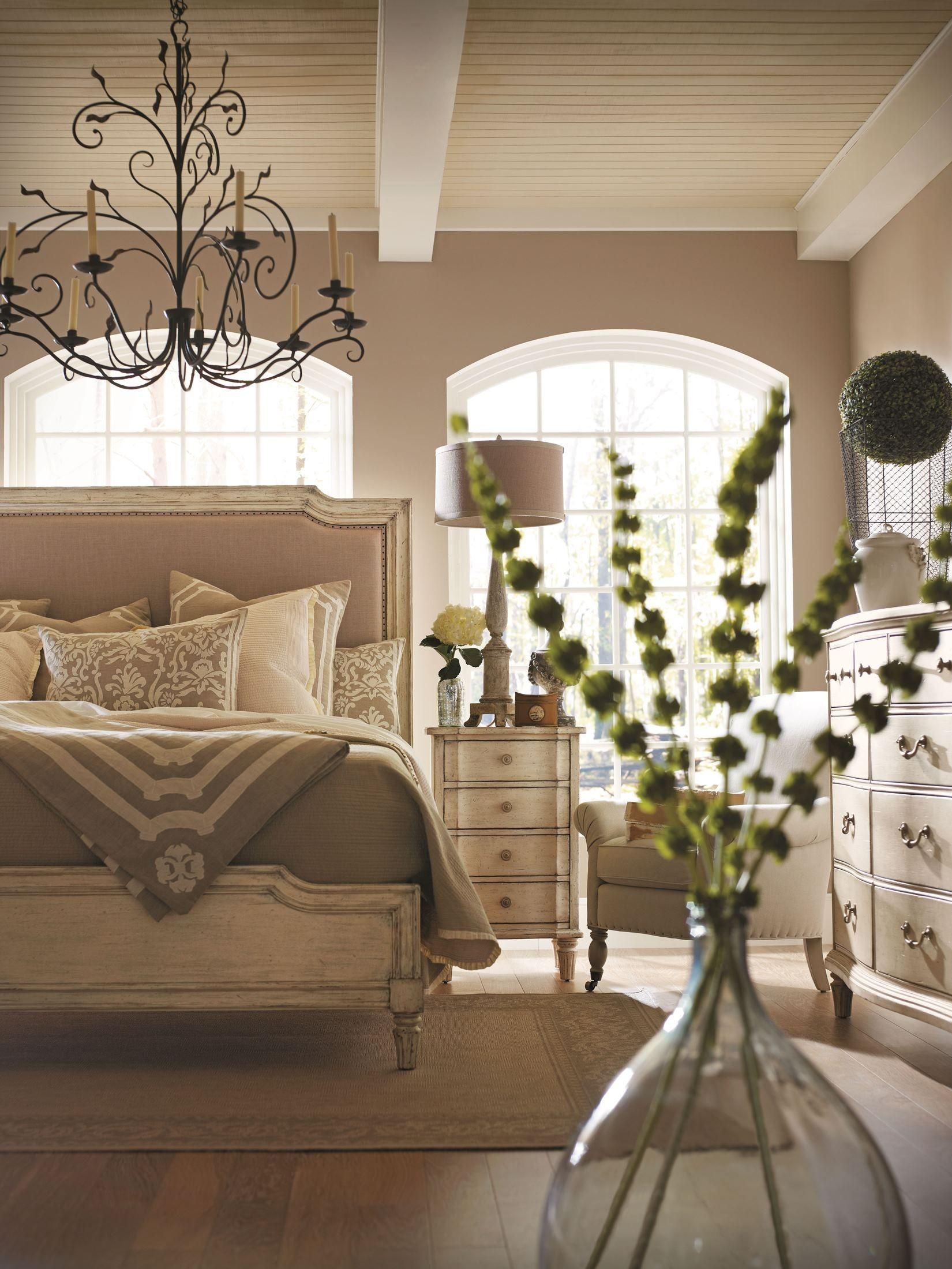 Bedroom Sets European Cottage Vintage White Upholstered Bedroom Set