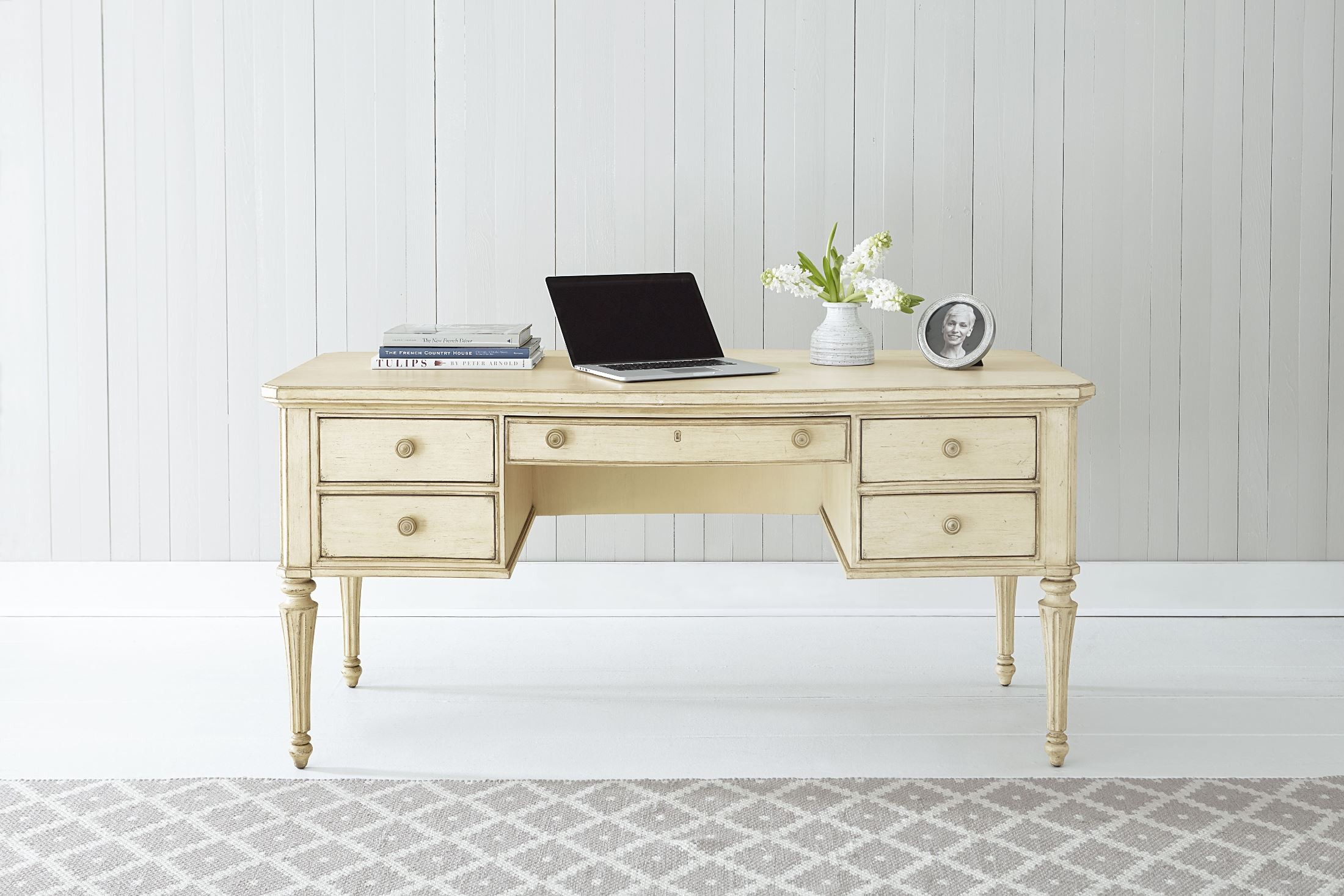 cottage writing desk Boston interiors | bench crafted in maine, the cottage writing desk features tapered legs and may be special ordered in several other painted finishes at the time price.