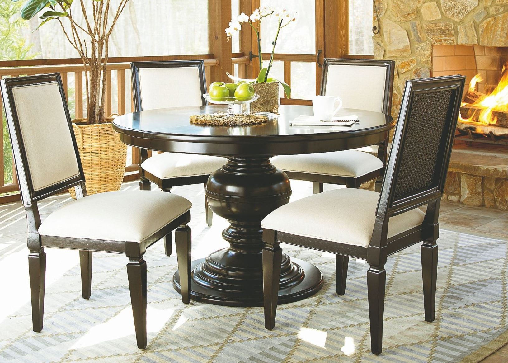 Summer Hill Brown Single Round Pedestal Extendable Dining Room Set From Unive