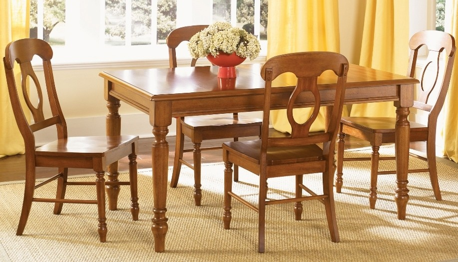 Low Country Bronze Rectangular Dining Room Set From