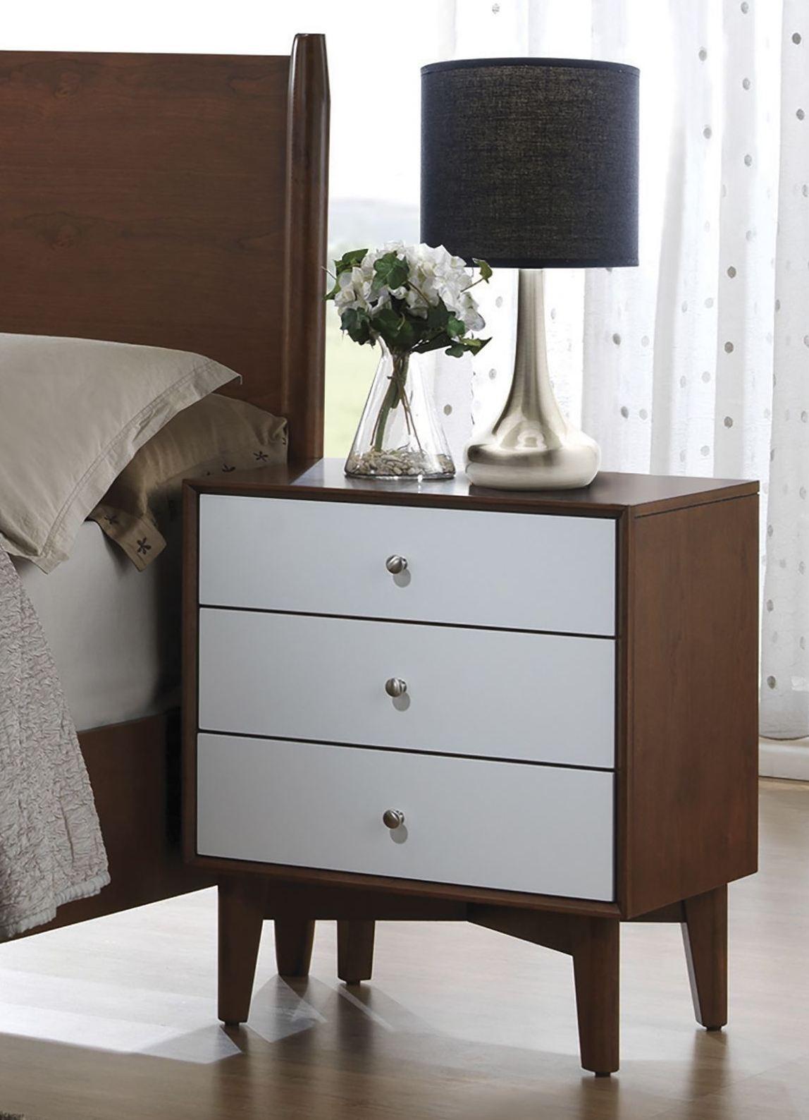 Oakwood golden brown platform bedroom set q