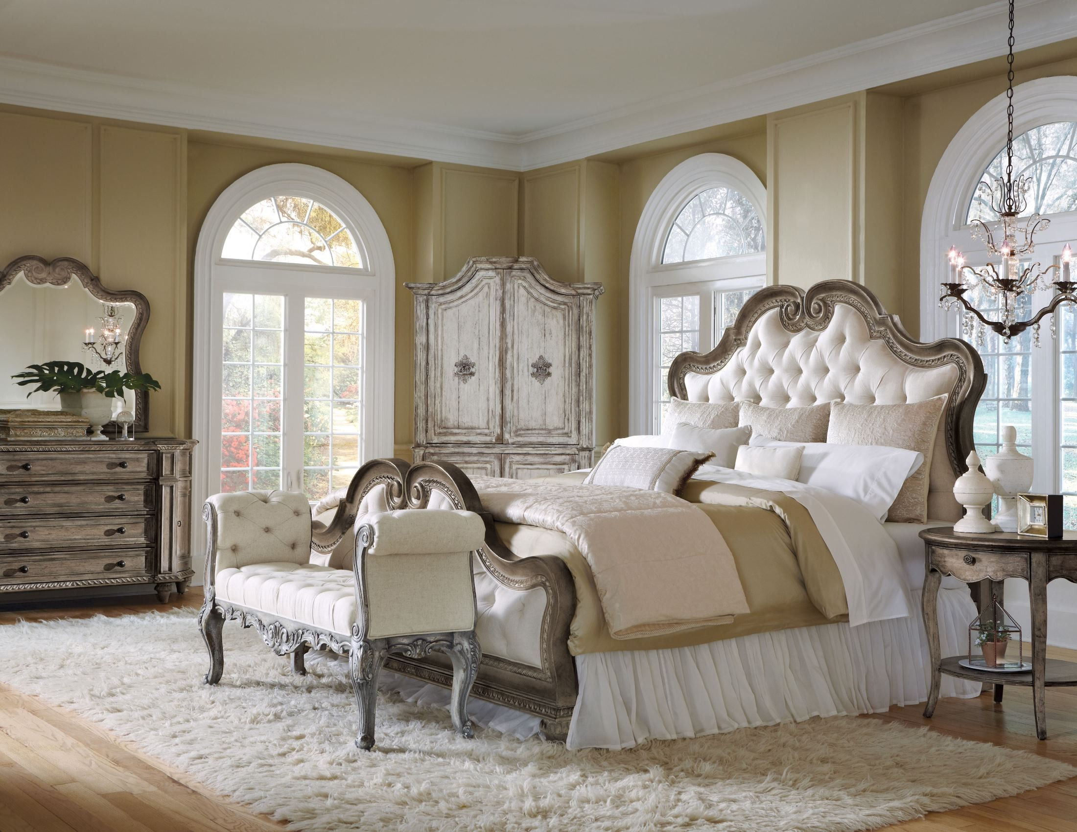arabella upholstered bedroom set from pulaski 211170 211171 211172 coleman furniture. Black Bedroom Furniture Sets. Home Design Ideas
