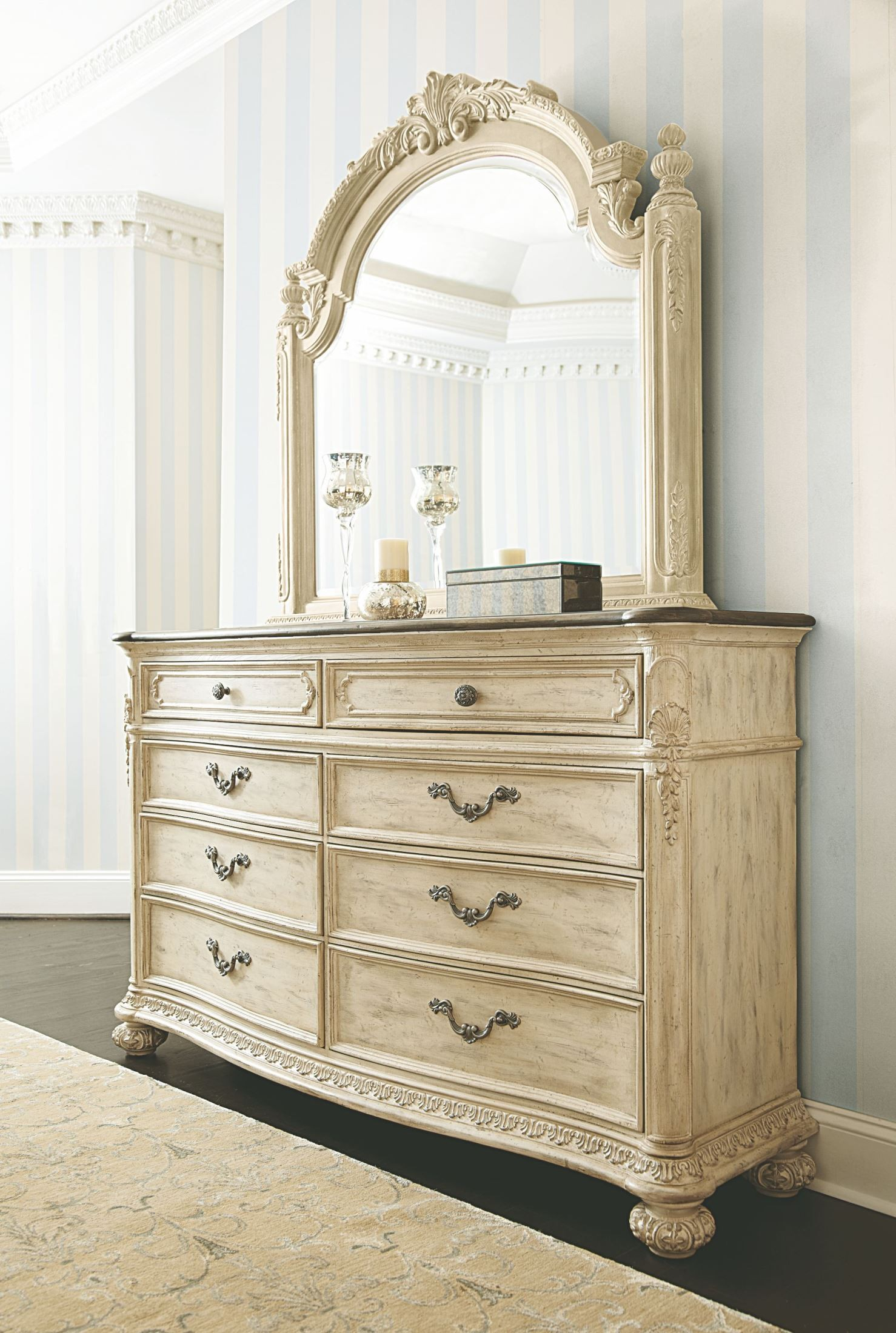 Jessica Mcclintock Boutique White Veil Sleigh Bedroom Set