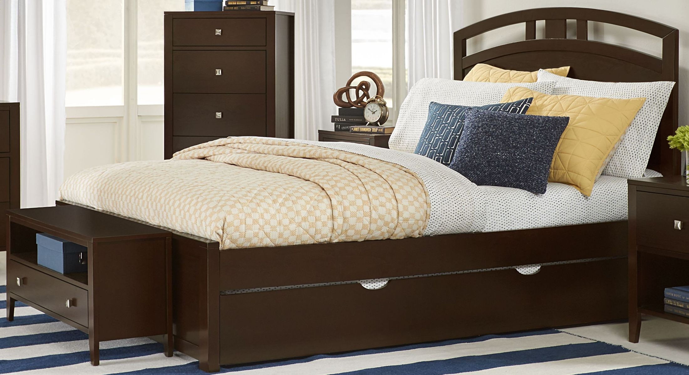 Pulse Chocolate Queen Arch Panel Bed With Trundle 32023nt